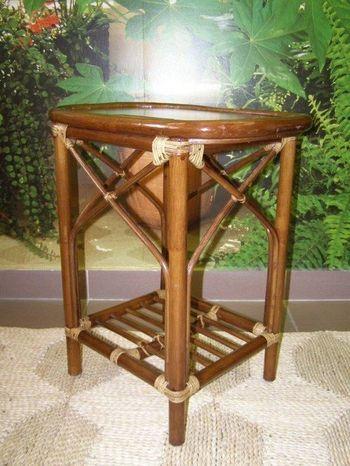 Ratanový odkládací stolek - tmavý
